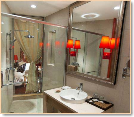 Bathroom ensuite design ideas home decorating for Ensuite lighting ideas
