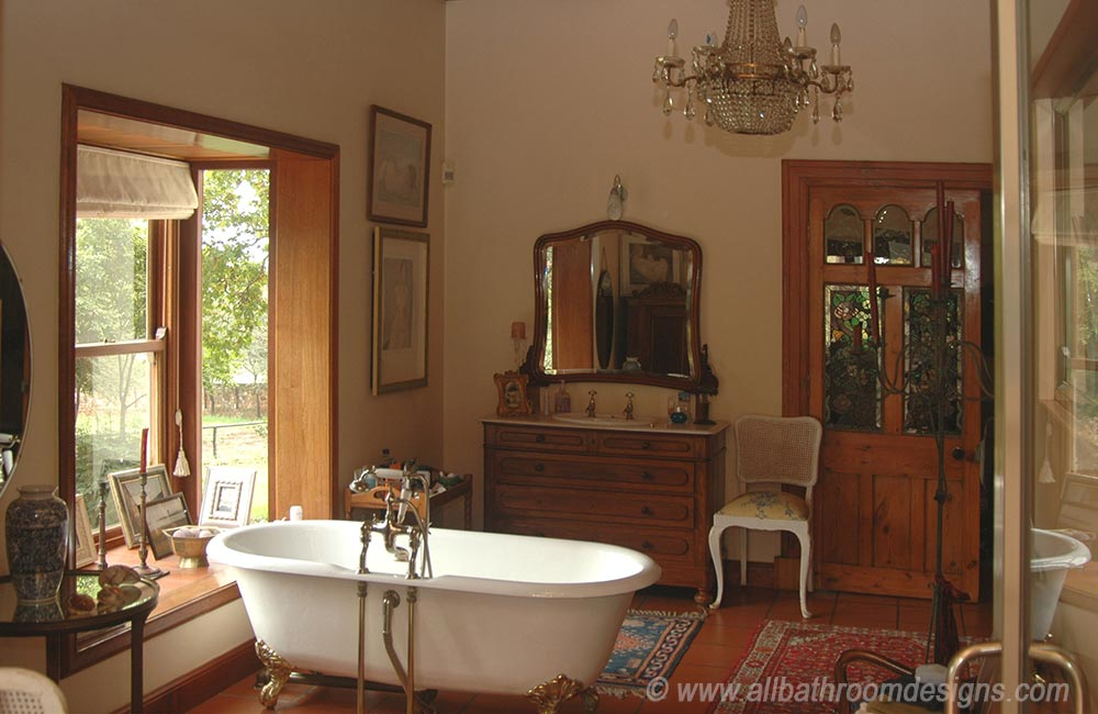 antique master bathroom
